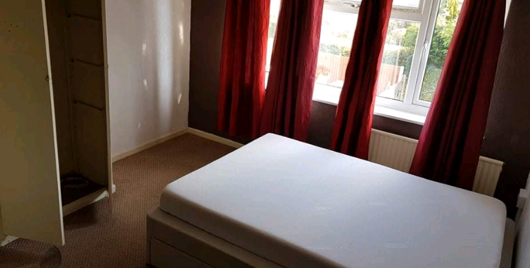 DOUBLE ROOM AVAILABLE, FERVIEW CRESCENT, WOLVERHAMPTON, FULLY FURNISHED, ALL BILLS + WIFI INC!!