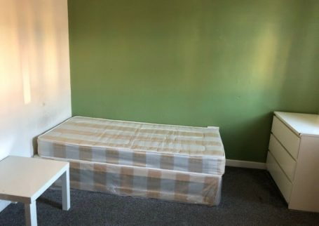 BEDSITS AVAILABLE,NO UPFRONT DEPOSIT!,SMETHWICK HIGH ST, BILLS + WI FI INC,FURNISHED DSS ACCEPTED!!