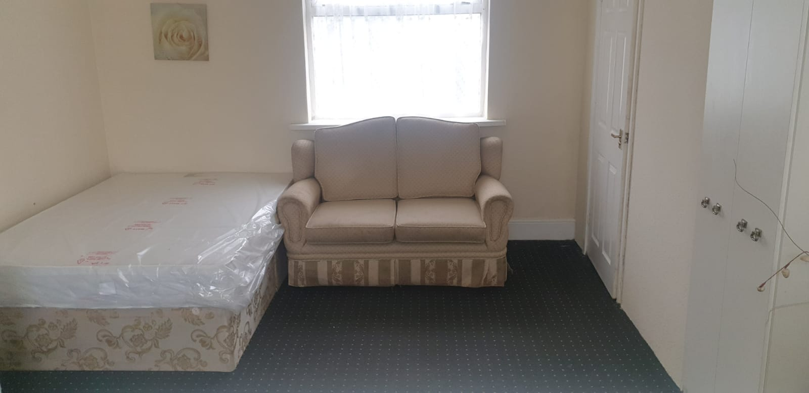 REGIONAL HOMES ARE PLEASED TO OFFER: FURNISHED FIRST FLOOR STUDIO FLAT, HOLYHEAD RD, HANDSWORTH, DSS ACCEPTED