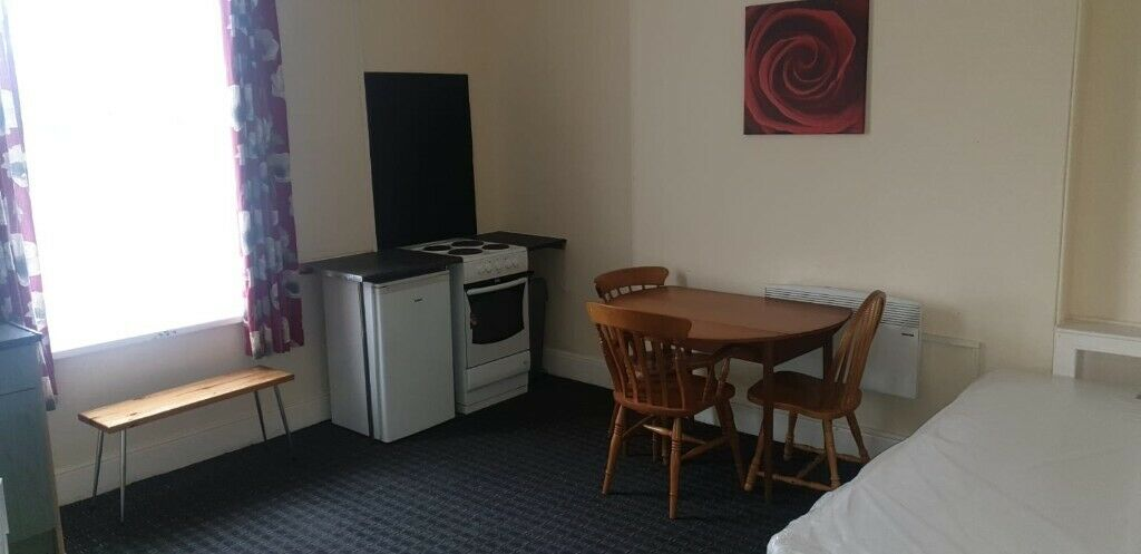 FULLY FURNISHED FIRST FLOOR STUDIO FLAT, HOLYHEAD ROAD, HANDSWORTH, DSS ACCEPTED